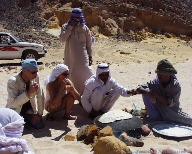 préparation du pain en plein désert du Sinaï